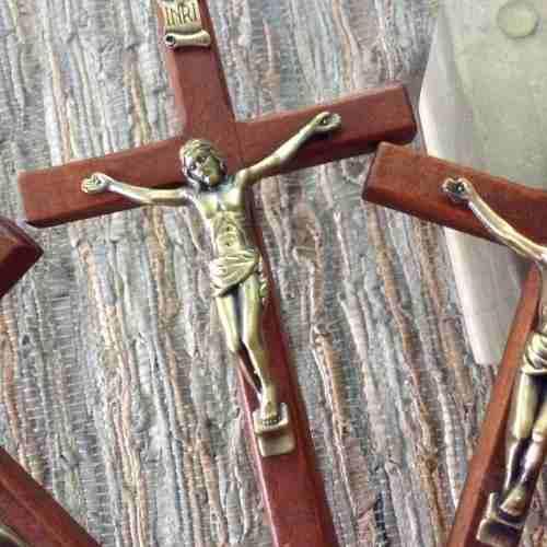 Cristo en madera y metal