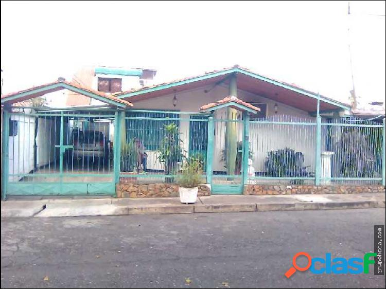 Casa urb. los samanes i. maracay edo aragua
