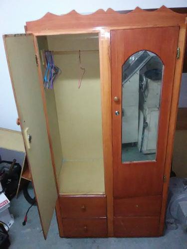 Escaparate closet en madera y gavetero