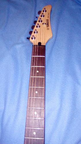 Guitarra yamaha erg121c