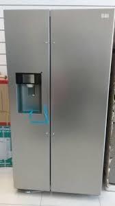 Nevera de 2 puertas con dispensador de hielo y agua. nueva