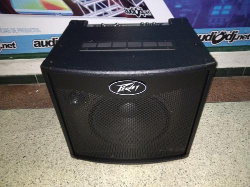Amplificador para bajo 600 watts peavey tnt115 clase d