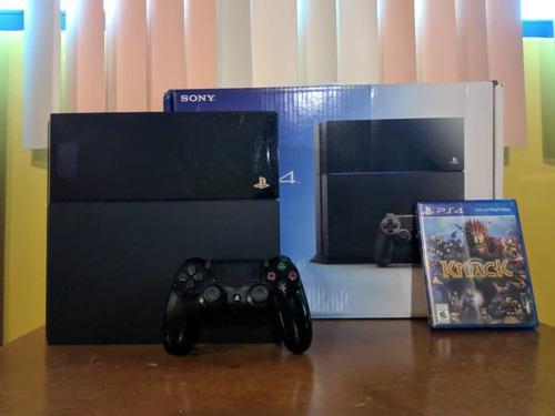 Playstation 4 500gb con un control y un juego