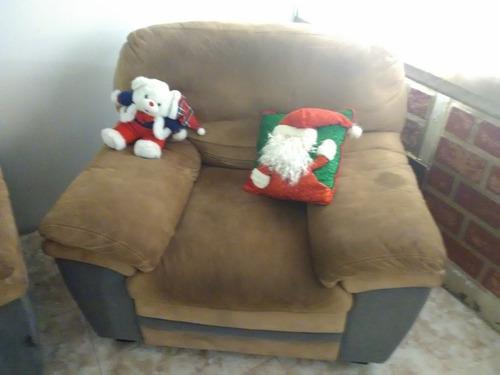 Juego de muebles de tres poltronas,cómodos y muy