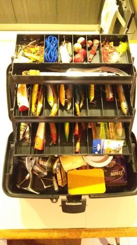 Caja de pesca con señuelos