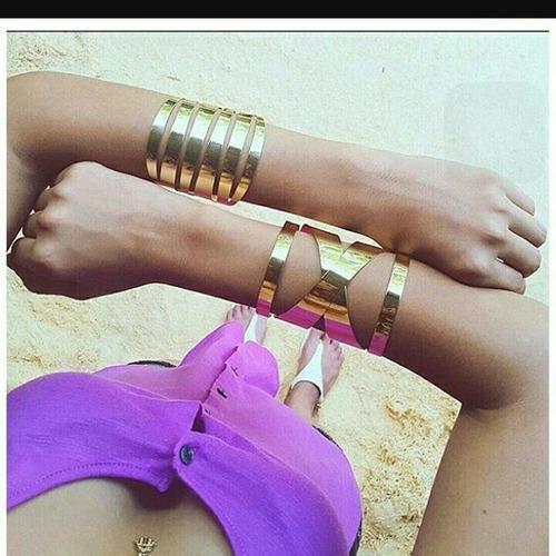Hermosos brazeletes egipcios en oro laminado