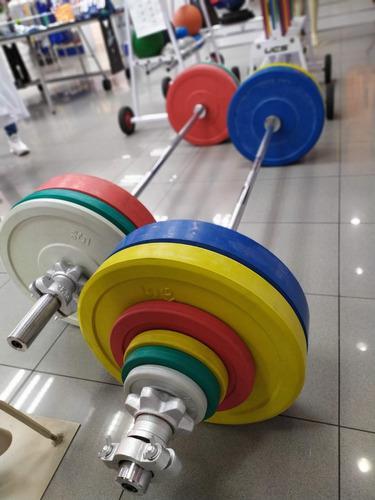 Barra olimpica de 20kg (masculina) y 15kg (femenina)
