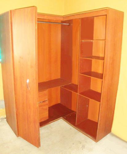 Closet de madera modular tipo esquinero.