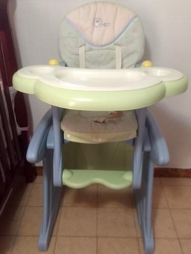 Silla de comer de bebé convertible escritorio/mesita y