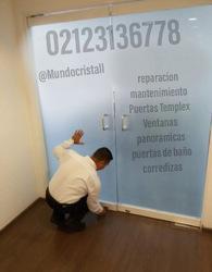 Reaparacion de puerta de vidrio en caracas venezuela