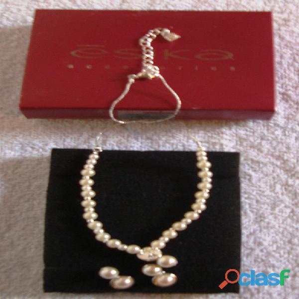 Collar y zarcillos de perlas esika
