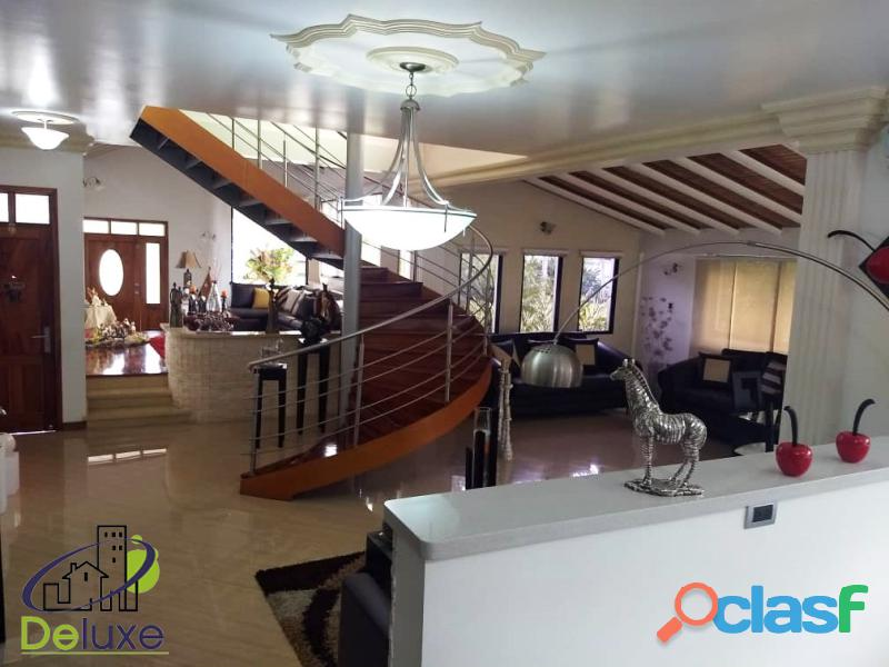 Estupenda casa estilo arquitectura moderna, 400 m2 Urbanización La Mara 15