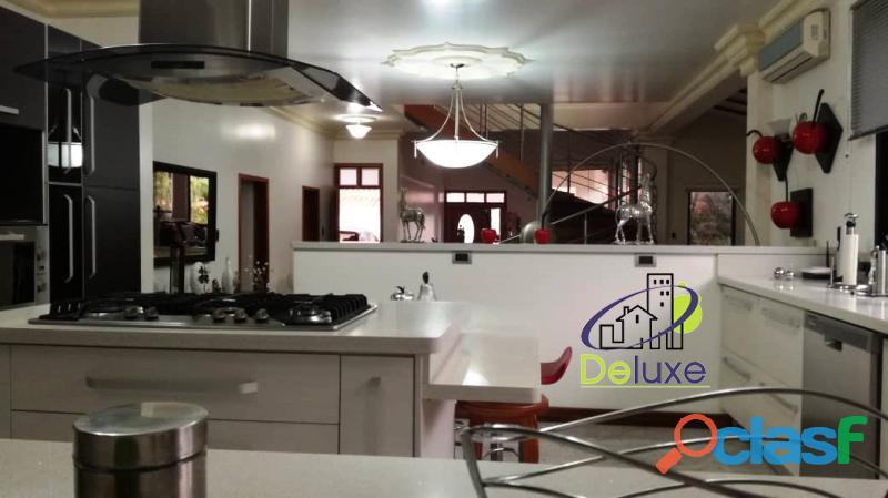 Estupenda casa estilo arquitectura moderna, 400 m2 Urbanización La Mara 6
