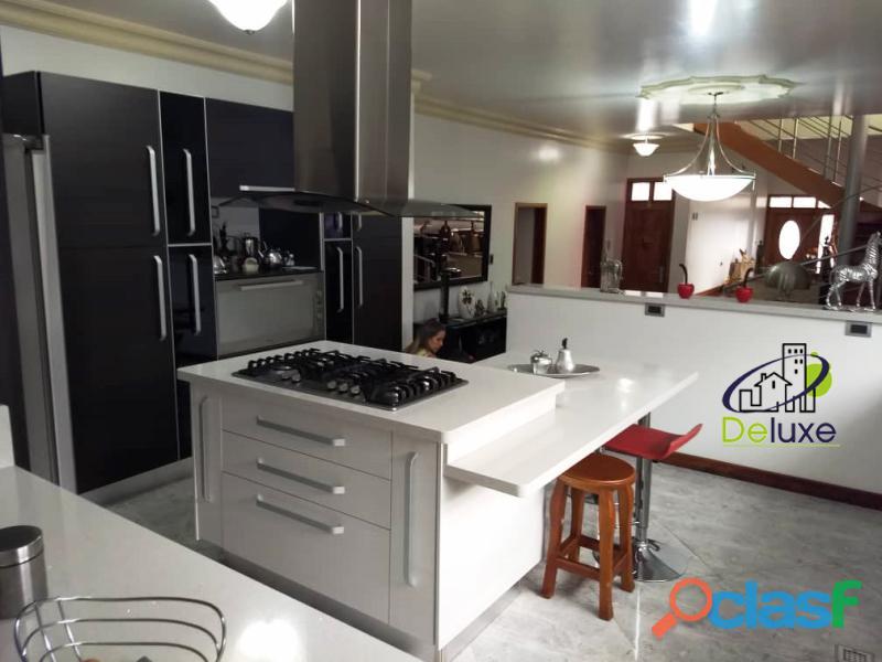 Estupenda casa estilo arquitectura moderna, 400 m2 Urbanización La Mara 5