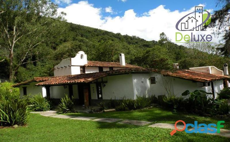 Hermosa casa, 3000 m2t, arquitectura indescriptible. La pedregosa Alta.