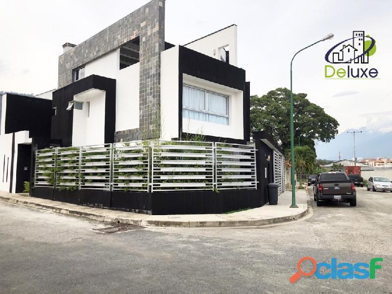 Espectacular vivienda con circuito cerrado, 492 m2 Urb Los Cortijos 1