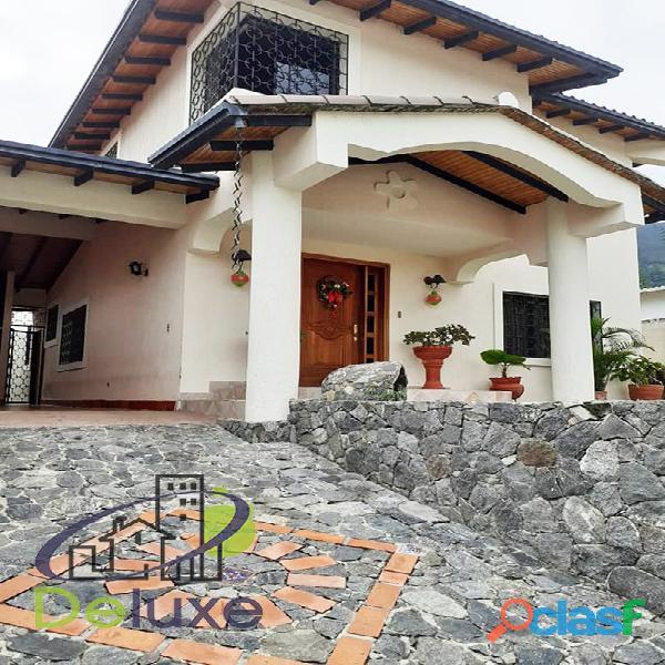 Exclusiva casa de 457 m2 terrenp y 330 m2 construcción, urbanización quebrada linda