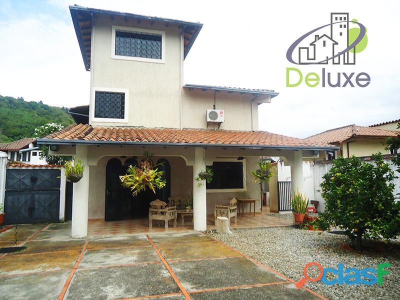 Exclusiva casa de 457 m2 terrenp y 330 m2 construcción, Urbanización Quebrada Linda 1