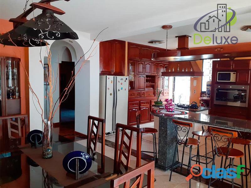 Exclusiva casa de 457 m2 terrenp y 330 m2 construcción, Urbanización Quebrada Linda 2