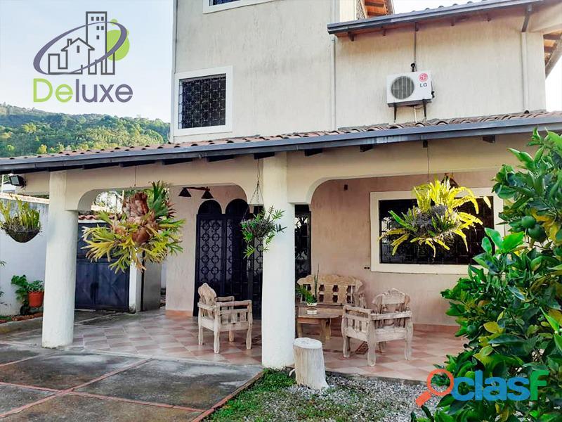 Exclusiva casa de 457 m2 terrenp y 330 m2 construcción, Urbanización Quebrada Linda 4
