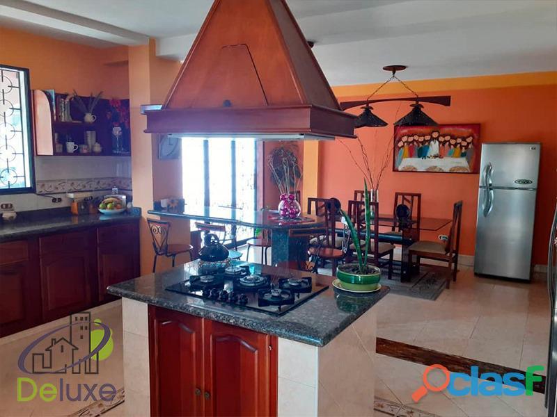 Exclusiva casa de 457 m2 terrenp y 330 m2 construcción, Urbanización Quebrada Linda 5
