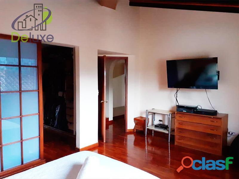 Exclusiva casa de 457 m2 terrenp y 330 m2 construcción, Urbanización Quebrada Linda 6