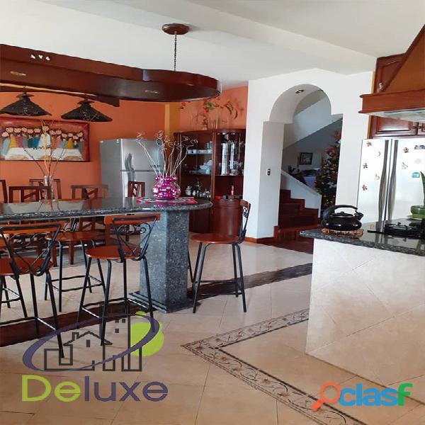 Exclusiva casa de 457 m2 terrenp y 330 m2 construcción, Urbanización Quebrada Linda 7