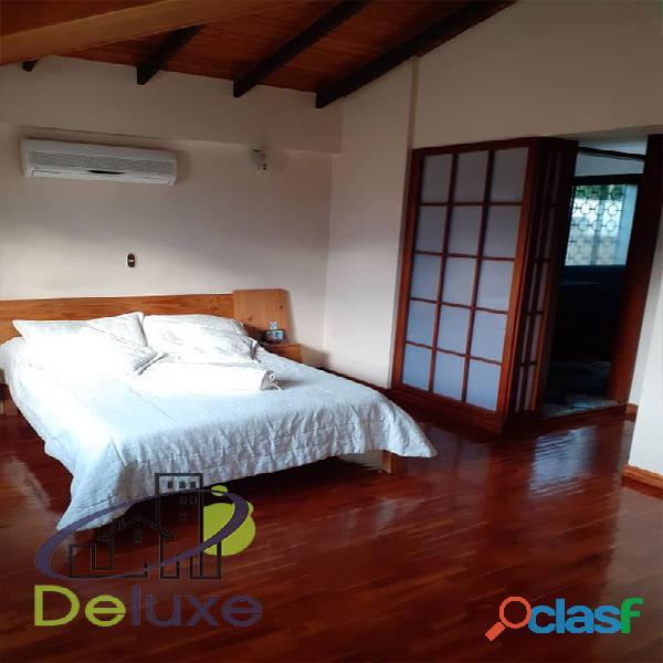 Exclusiva casa de 457 m2 terrenp y 330 m2 construcción, Urbanización Quebrada Linda 8