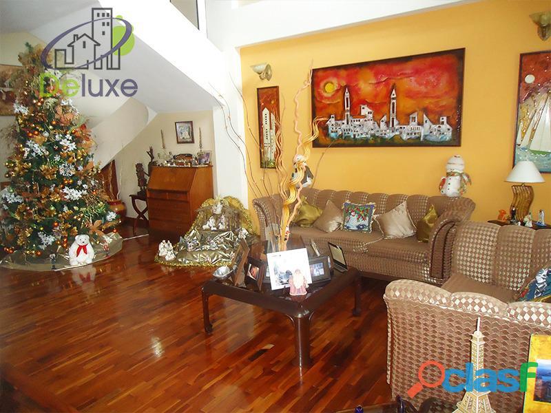 Exclusiva casa de 457 m2 terrenp y 330 m2 construcción, Urbanización Quebrada Linda 9
