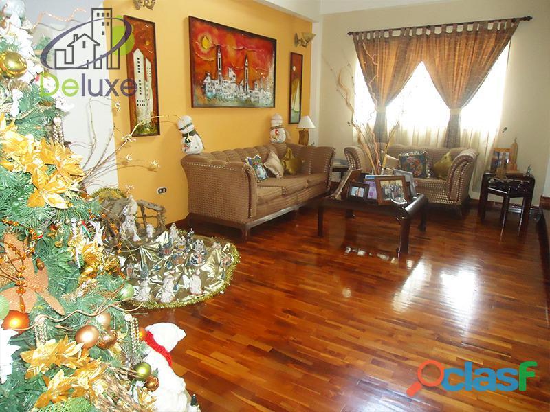 Exclusiva casa de 457 m2 terrenp y 330 m2 construcción, Urbanización Quebrada Linda 11