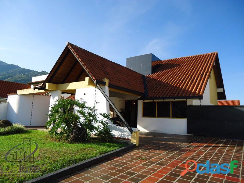 Fabulosa casa arquitectura estilo único, 603m2t, 280m2c. Urbanización La Mara