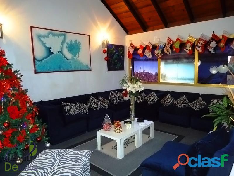 Fabulosa casa arquitectura estilo único, 603m2t, 280m2c. Urbanización La Mara 1
