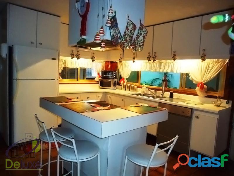 Fabulosa casa arquitectura estilo único, 603m2t, 280m2c. Urbanización La Mara 3