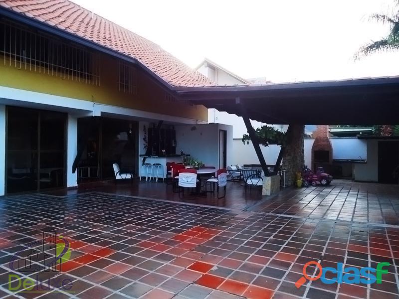 Fabulosa casa arquitectura estilo único, 603m2t, 280m2c. Urbanización La Mara 5