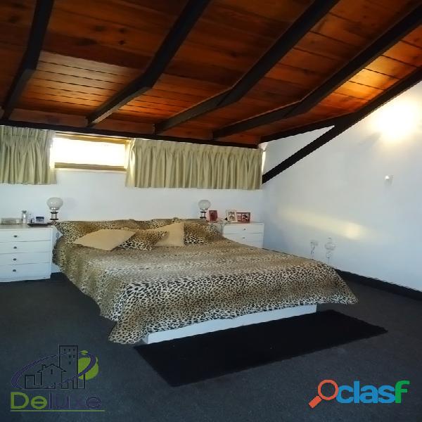 Fabulosa casa arquitectura estilo único, 603m2t, 280m2c. Urbanización La Mara 10