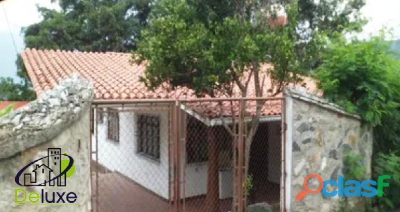 Hermosa Casa con Restaurant, 700 m2 terreno y 120 m2 de construcción, en sector El Salado
