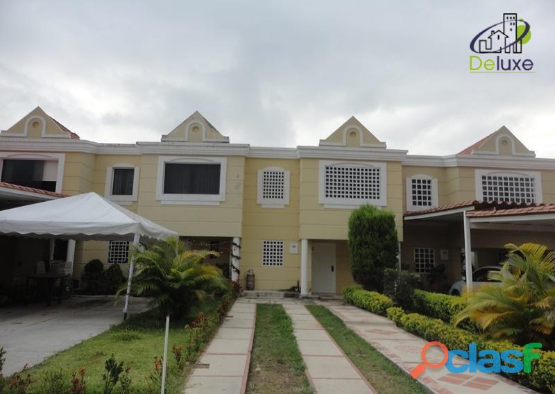 Maravillosos Townhouse diseño moderno, 130 m2 terreno y 130 m2 construcción, Conj Res Villas Casa
