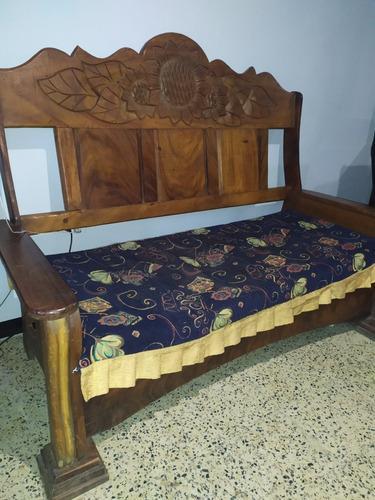 Muebles de madera en perfecto estado.