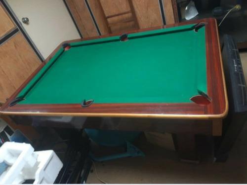 Mesa de pool con sus accesorios en buenas condiciones