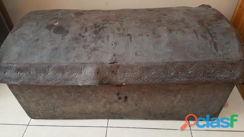 Baul antiguo antiguo de madera 1