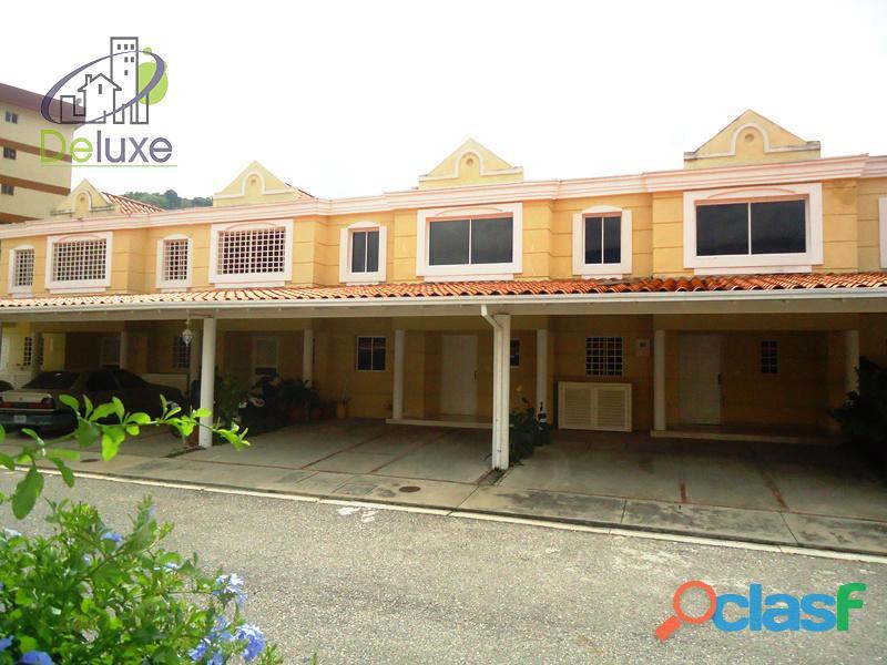 Bellísimo townhouse de diseño moderno con 130 m2t y 140 m2c en conjunto privado villas casa blanca