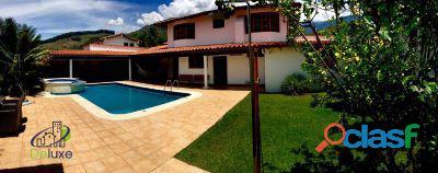 Exclusiva casa, 613m2t y 568.8m2c ubicada en un conjunto privado piedra grande
