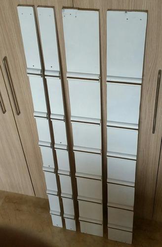 Paneles de madera para colocar 6 repisas de vidrio.