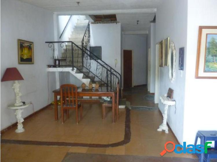 Se vende Casa en La Esmeralda (0424-4404205) opm 20-1456 1