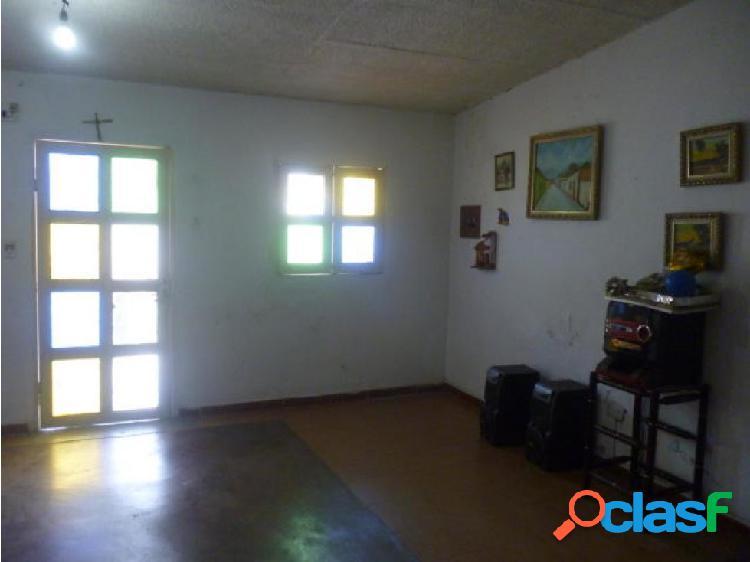 Se vende Casa en La Esmeralda (0424-4404205) opm 20-1456 2