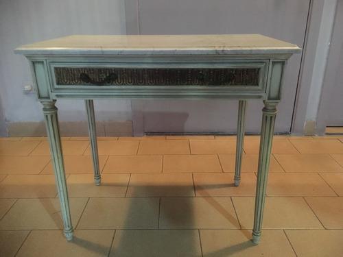 Mesa de noche madera laqueada c/tope mármol, sin detalles