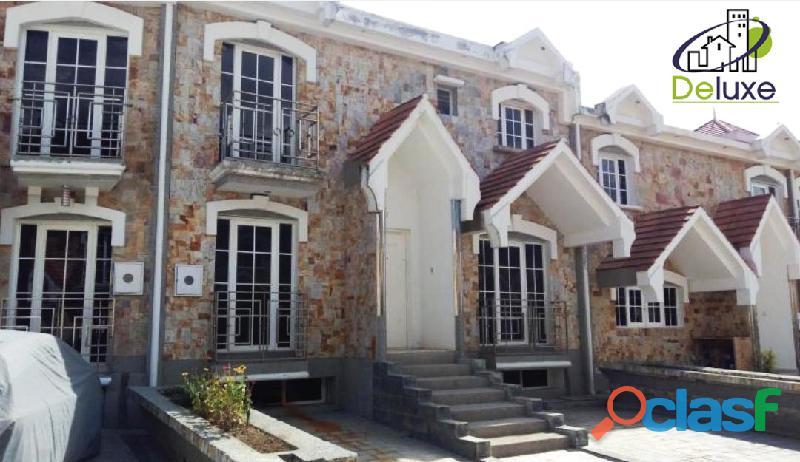Espectacular Townhouse de lujo a estrenar, 305m2 en Conjunto Privado Villas Monserrat 1