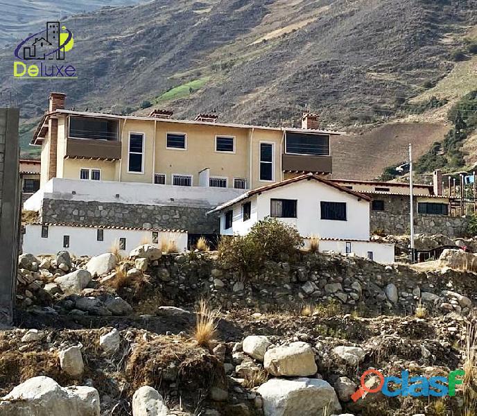 Hermosa Casa con un área de 260 m2 en Sector La Toma de los Muros de Tadeo, Mucuchíes
