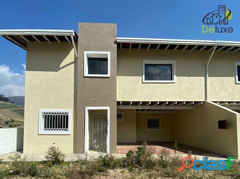 Hermosa Casa con un área de 260 m2 en Sector La Toma de los Muros de Tadeo, Mucuchíes 1