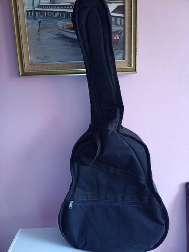 Estuche para guitarra acústica